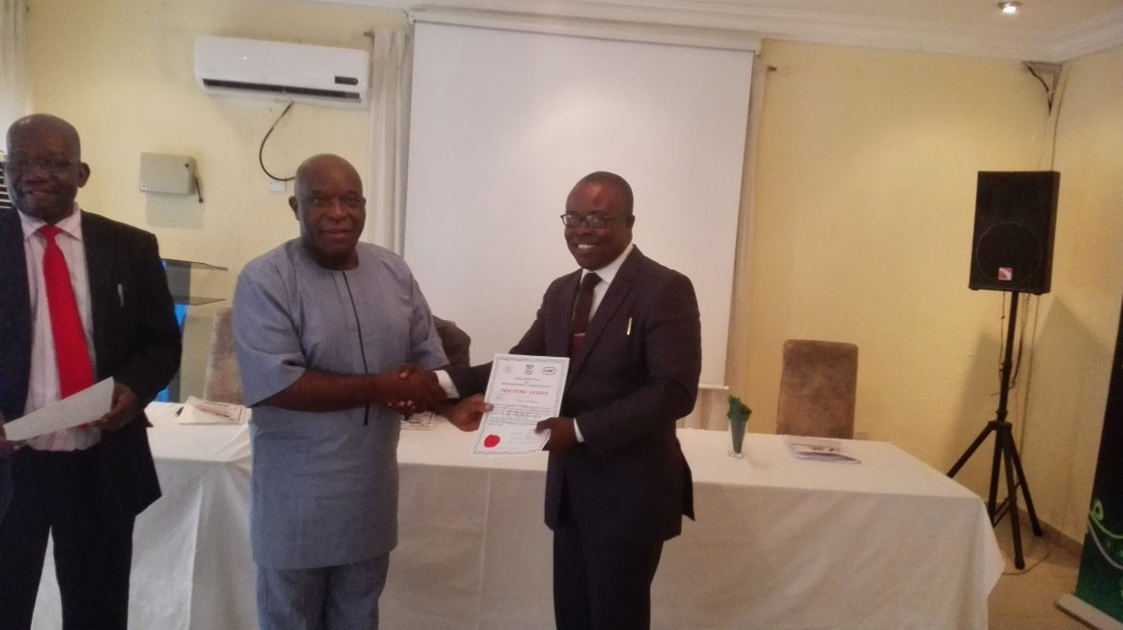 FRANK OYORHIGHO RECEIVING THE AWARD